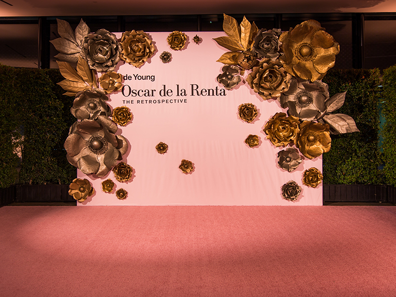 1 Oscar de la Renta DeYoung Step and Repeat